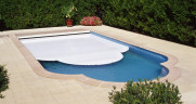 bazén s roletou